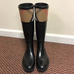 100% authentic Burberry rain boots size 38/8